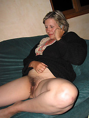 Unconditional uncomplicated hairy wife pussy