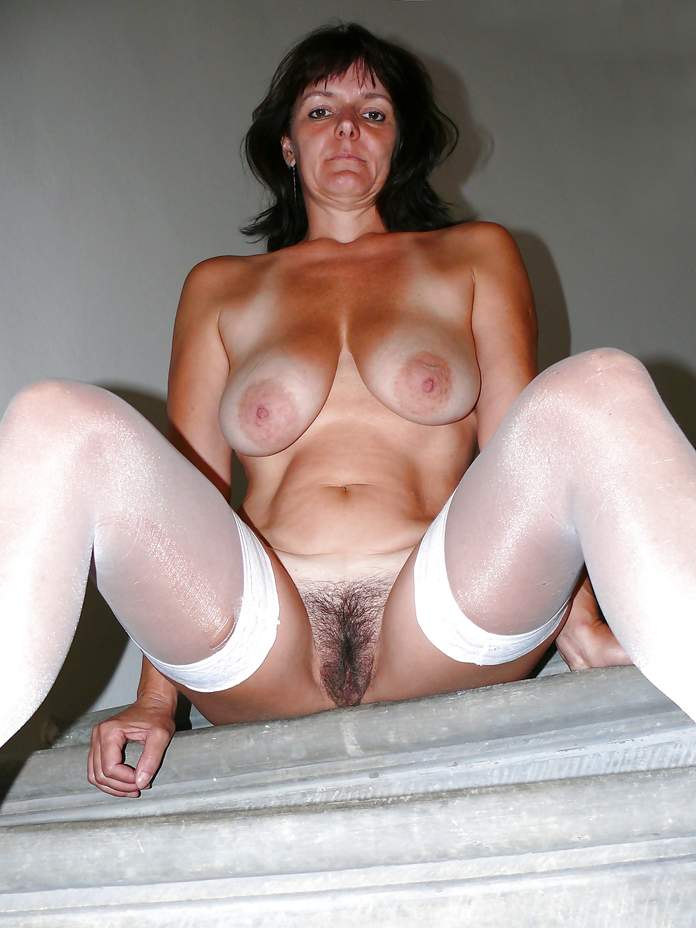 Hairy Pussy Cougar Creampie