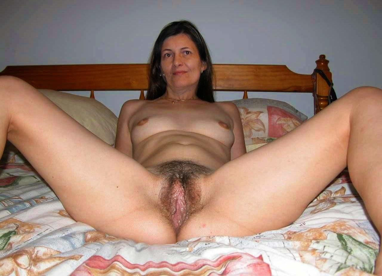 Amateur moms hairy pussy pics